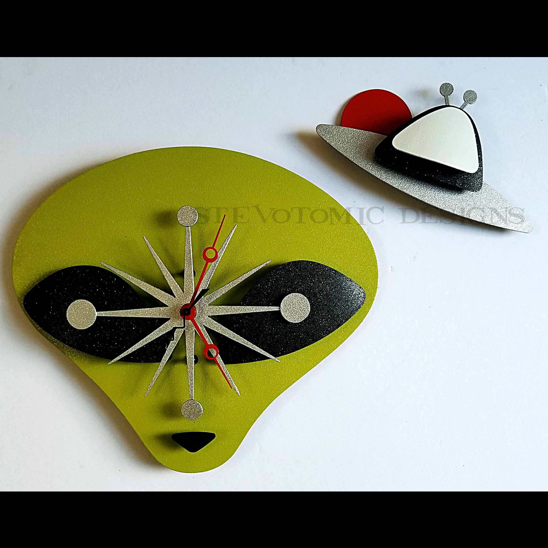 KIDS-MEAL-001-ALIEN-CLOCK